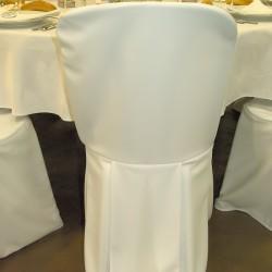 Housse de chaise blanche avec plis